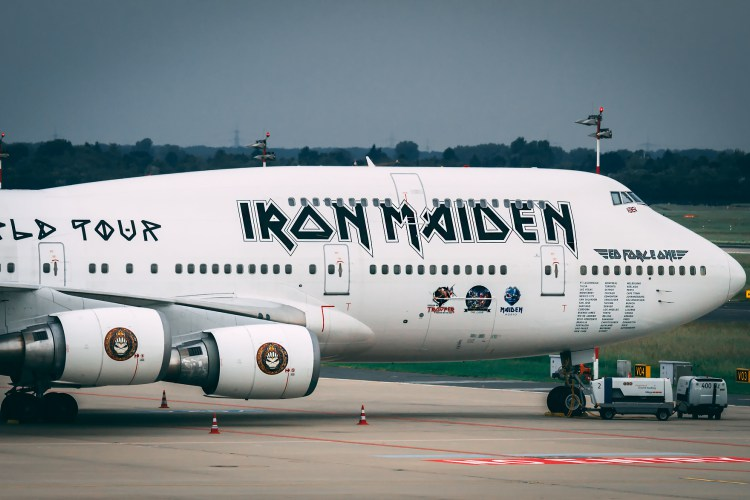 ed-force-one-747-400-iron-maiden-closeup